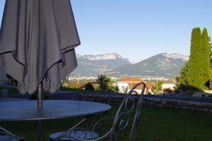 Terrasse privée avec vue sur les montagnes