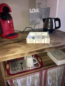 Cafetière, bouilloire, mini bar
