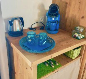 Cafetière ,bouilloire, mini bar